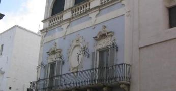 16,1 -Fasano. Il Palazzo Mogavèro. Un gioiello dei monumenti civili di Fasano è il palazzo Mogavèro. Si affaccia sull'elegante corso Garibaldi.