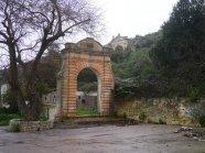 76 - Ostuni. Adiacente alSantuario diSant'Oronzo, l'arco trionfale e il fonte miracoloso.