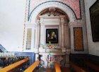 73 - Ostuni, interno del Santuario diSant'Oronzo.Sulla parete laterale sinistra è ubicato l'altare in pietra, sopraelevato di un gradino, dedicato all'Addolorata.