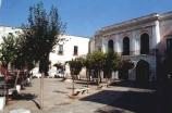 35 -Monopoli. Piazza-Garibaldi. Fu la piazza più importante di Monopoli dal 1500 in poi, poiché in questo periodo si registrò un forte incremento demografico ed economico. In questa piazza è situato il Palazzo Prospero Rendella, ex caserma spagnola e attualmente biblioteca comunale.