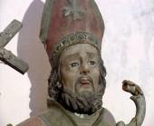 96 - Ostuni. Santuario San-Biagio, la statua di S. Biagio, dettaglio.