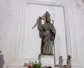 95 - Ostuni. Santuario San-Biagio, la statua di S. Biagio.