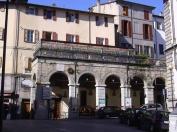 36 -Castrocaro - Logge di Via Garibaldi. Edificate all'inizio del 1800 per ospitare il mercato della seta, sulla destra troviamo la chiesa dei santi.