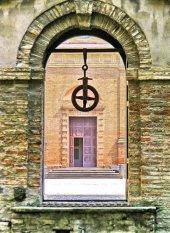 82 - Il cortile del Palazzo Pretorio particolare