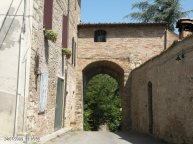 94 --Castello del Governatore, Porta Romana all'esterno