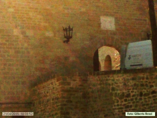 9 -Entrata al castello con sopra lo stemma-