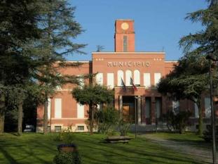 55 -Castrocaro -Municipio. In chiaro stile Littorio, posto lungo viale Marconi, in posizione equidistante fra gli abitati di Castrocaro e Terra del Sole