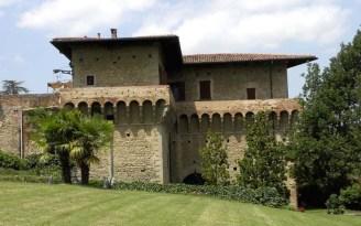 68 -Il Castello del Capitano delle Artiglierie, verso Porta Fiorentina, di proprietà privata, che fa parte delle Dimore Storiche d'Italia, col suo bellissimo parco, viene utilizzato anche per feste, convegni e simposi