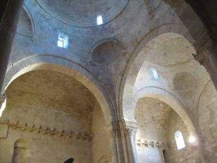 14 -Molfetta. Interno del Duomo. Le cupole particolari.