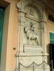 29 -Forlimpopoli, chiesa di S. Ruffillo. Accanto al portale della Chiesa sono collocati due monumenti sepolcrali del Cinquecento, dedicati a Brunoro I e Brunoro II Zampeschi.