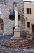 14 -Bertinoro - Colonna delle Anella, dettaglio