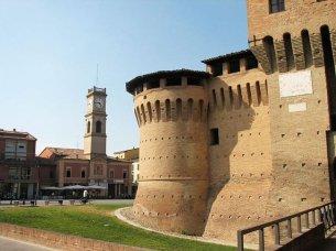 14 -Forlimpopoli. Rocca Albornoziana da altra angolazione.