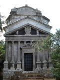 17 --Bomarzo- Chiesa di S.Maria della Valle. Fu eretta dai Lante della Rovere su un vecchio edificio, la facciata è preceduta da otto colonne libere.