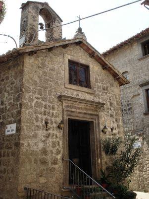 19 .Bomarzo- Chiesa di S.Anselmo: la vecchia parrocchia è dedicata al santo del paese, il cui corpo si trova nella chiesa maggiore.