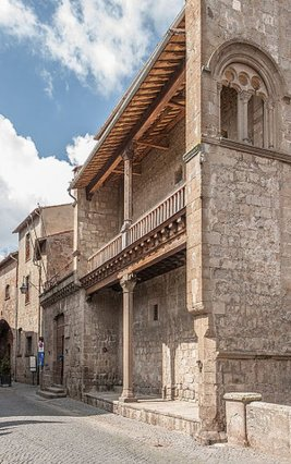 37 -La loggetta di Palazzo Farnese sul lato di Via San Lorenzo.