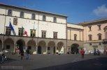 42 -Viterbo. Piazza del Plebiscito - Il Palazzo dei Priori , meglio conosciuto come palazzo del Comune,