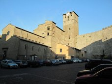105 -Viterbo -La chiesa di San Sisto con il campanile dell'orologio ed il vecchio campanile longobardo