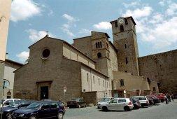 106 -Viterbo -Chiesa di San SistoAddossata alla Porta Romana, romanica duecentesca con bellissimo interno a tre navate, varie opere da vedere.