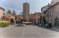 97 - -Viterbo. Piazza del Gesù con la Torre del Borgognone