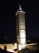 53 -Viterbo.La torre-del-Comune di notte.