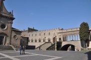 28 - - Il Palazzo dei Papi - chiamato comunemente Palazzo Papale - di Viterbo è, insieme al Duomo, il più importante monumento storico della città. (1257-1266) mirabile esempio di gotico viterbese.