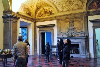 13 -Bomarzo_(vt)_-_la_sala_del_piano_terra_del_palazzo_orsini_-