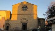 114 -Viterbo -La facciata della chiesa di Santa Maria della Verità. L'edificio, unitamente ad un complesso monastico, nasce agli inizi del XIII secolo articolato su una icnografia a croce latina coperta da un semplice tetto a vista sostenuto da capriate.