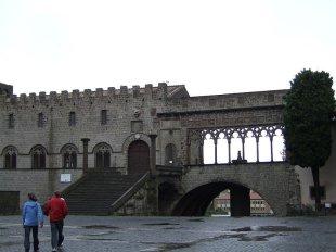 30 -La loggia del Palazzo dei Papi dalla piazza San Lorenzo.