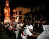 """78 -Viterbo -Macchina di Santa Rosa Lo spettacolo è unico: 100 """"facchini"""" portano a spalla il """"campanile che cammina"""", luminoso, lungo un percorso di circa 1 chilometro, facendo 4 o 5 fermate e l'ultimo tratto, in salita, di corsa!"""