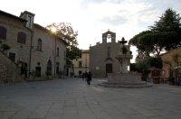 98 -Viterbo. Piazza del Gesù con la chiesa di San Silvestro.