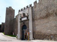 8 -Viterbo -Porta della Verità. Accesso nord orientale al centro storico della città.che prende il nome dall'omonima chiesa che le è di fronte.