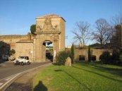 6 -Viterbo -Porta Faul esterno della porta restaurata solo da pochi anni.