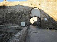 13 -Viterbo -Porta Del Carmine dall' esterno, nel quartiere popolare di Pianoscarano