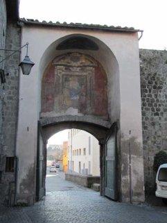 14 -Viterbo -Porta Del Carmine dall'interno, dettaglio.