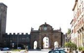 17 -Viterbo -Porta Fiorentina da piazza della Rocca. Antichissima, una delle più importanti della città per la sua posizione a settentrione e quindi punto naturale di arrivo per i conquistatori e per questo più volte danneggiata e anche distrutta completamente, ma anche attraversata da grandi personaggi e protagonisti della storia della città.