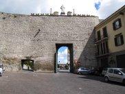 12 -Viterbo -Porta Romana dall'interno.
