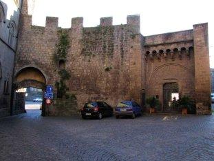 16 -Viterbo -Porta San Pietro, la porta vista dall'interno.