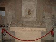 27 -Tomba onorifica di papa Giovanni XXI conservata nella cattedrale di Viterbo