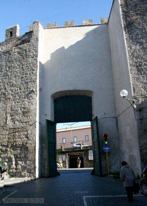 10 -Viterbo -Porta della Verità, dall'interno.