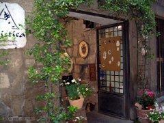 75 -Viterbo. Quartiere San Pellegrino.-Per le strade mediovali