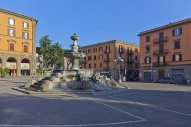 86 -Viterbo-piazza-della-rocca.