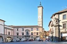 38 -Viterbo . Piazza del Plebiscito è il centro della città di Viterbo.
