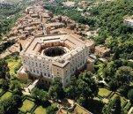 1 -Caprarola, vista aerea del Comune ben visibile il palazzo Farnese.