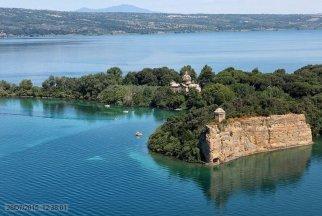 58-Lago di Bolsena. L'isola Bisentina dall'alto.