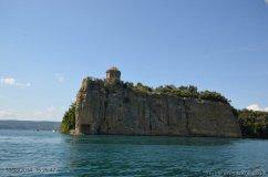 62 -Lago di Bolsena. L'isola Bisentina , Santa Caterina detta la Rocchina, l' unica a pianta ottagonale.