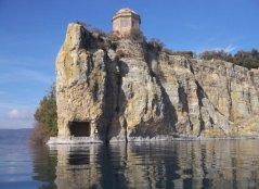 64 -Lago di Bolsena. L'isola Bisentina, dettaglio.