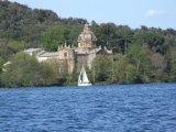 59 -Lago di Bolsena.la chiesa dei Santi Giacomo e Cristtofero, il monumento più importante dell'isola Bisentina