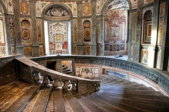 37 -Caprarola. palazzo Farnese. Scala regia