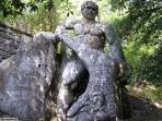 25 -Bomarzo -Parco dei Mostri.particolare della scultura.