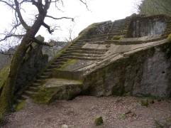 38 -Bomarzo (VT) - Un antico altare nel bosco - la Piramide Etrusca